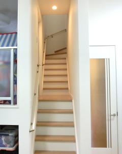 中二階へと続く階段