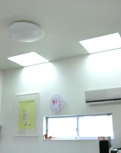 大開口の天窓から優しい太陽光を採光できます